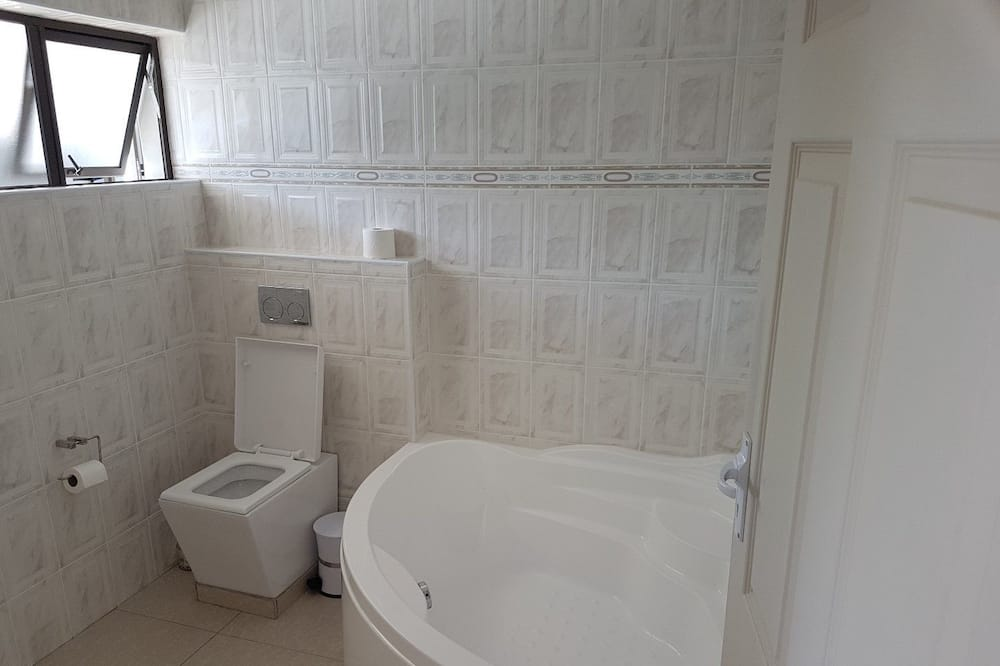 ห้องดีลักซ์ดับเบิล, ใช้สระว่ายน้ำได้ - ห้องน้ำ