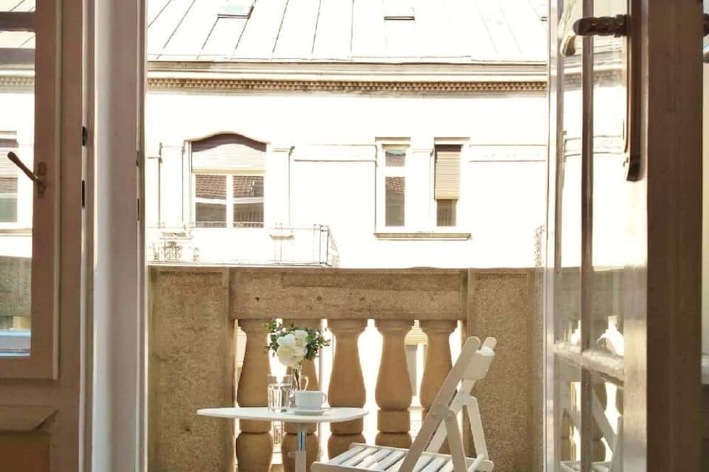 Bed in 6-Bed Shared Dormitory Room - Balkon