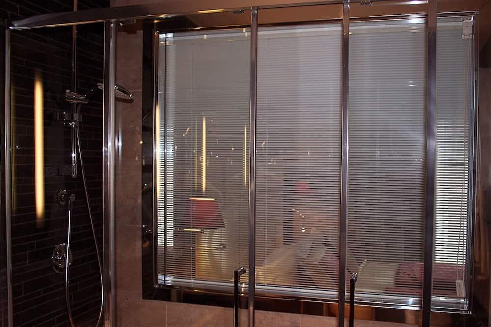 Doppia Standard, balcone - Doccia