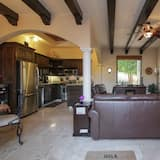 Family Townhome, 2 Bedrooms, 2 Bathrooms - Living Area