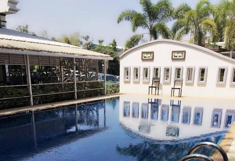 Queen Palace Hotel, Мей-Сот, Открытый бассейн
