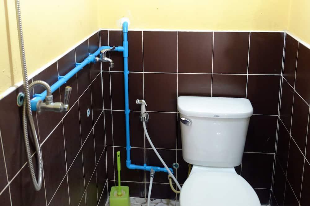 Standard Single Room with Shared Bathroom - Baño