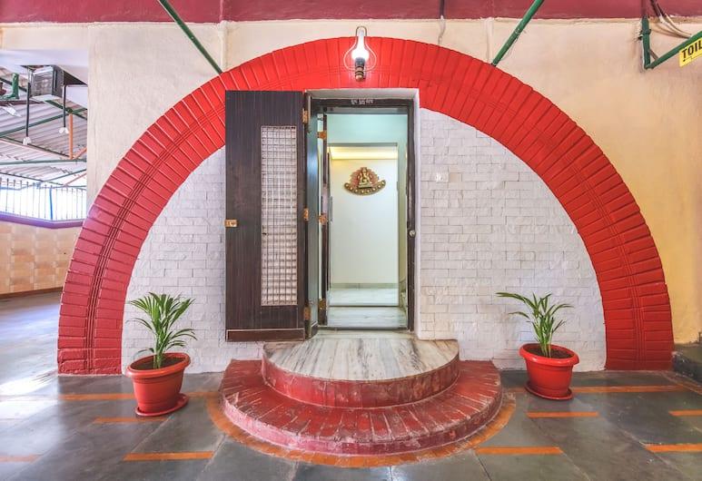 Hotel Nest Inn, Malad, Mumbai, Ingang van de accommodatie