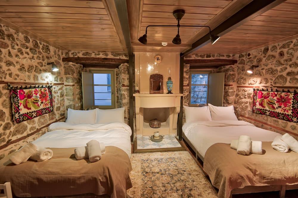 R3 Traditional Quadruple Room - Guest Room