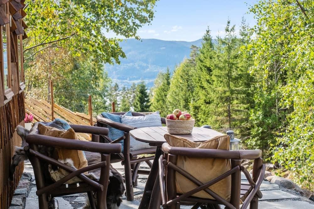 Deluxe Chalet, 1 Queen Bed, Sauna, Lake View - Terrace/Patio