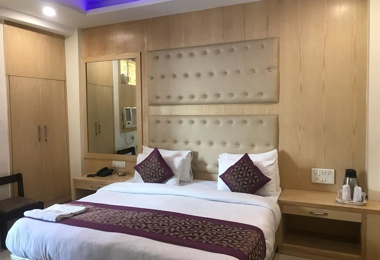 Hotel Saina International, Yeni Delhi, Superior Tek Büyük Yataklı Oda, 1 Çift Kişilik Yatak, Sigara İçilebilir, Otel İç Mekânı
