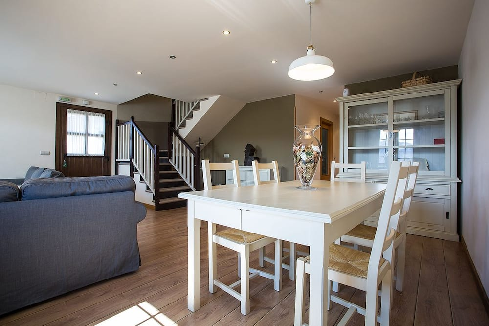 Duplex, 2 Bedrooms (Kamamile) - In-Room Dining