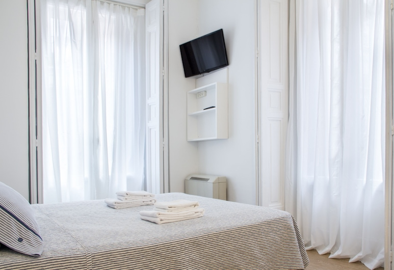 Hostal La Zona, Madrid, Large Double Room, Balcony