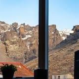 Basic Triple Room, Shared Bathroom - Mountain View