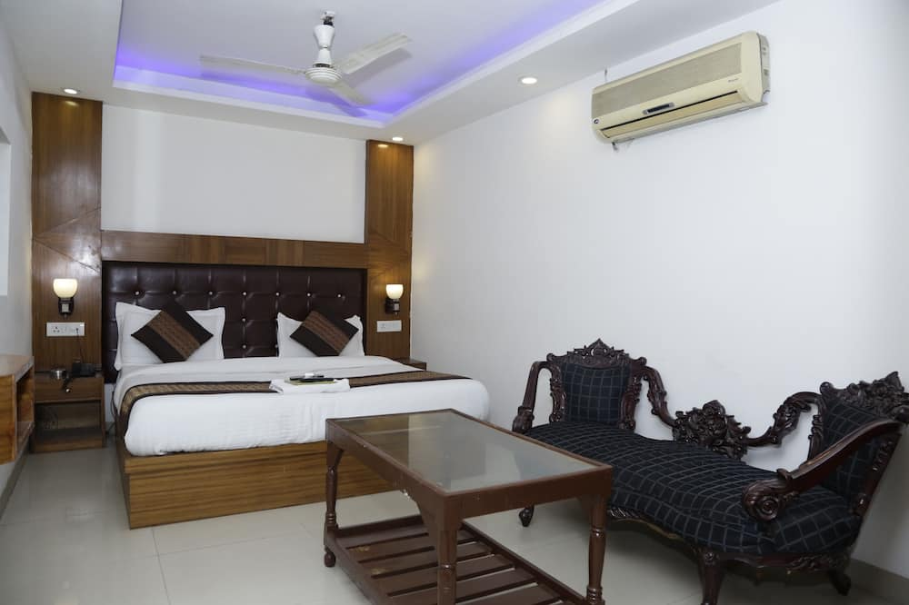 Deluxe Triple Room, Multiple Beds - Guest Room View