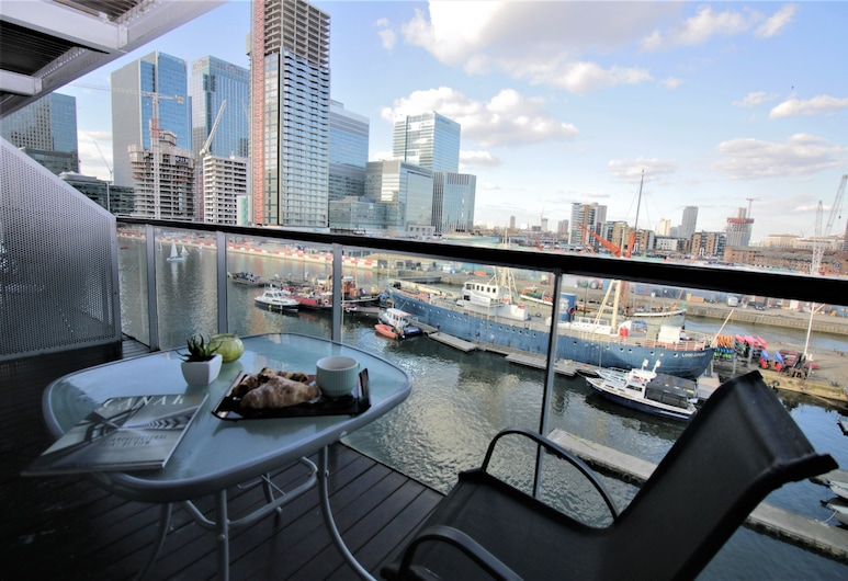 Canary Wharf Luxury River view apartment, Londona