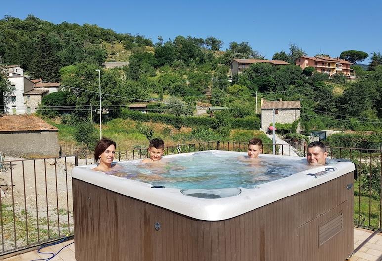 Agriturismo Castello delle Fornaci, Arcidosso, Outdoor Spa Tub