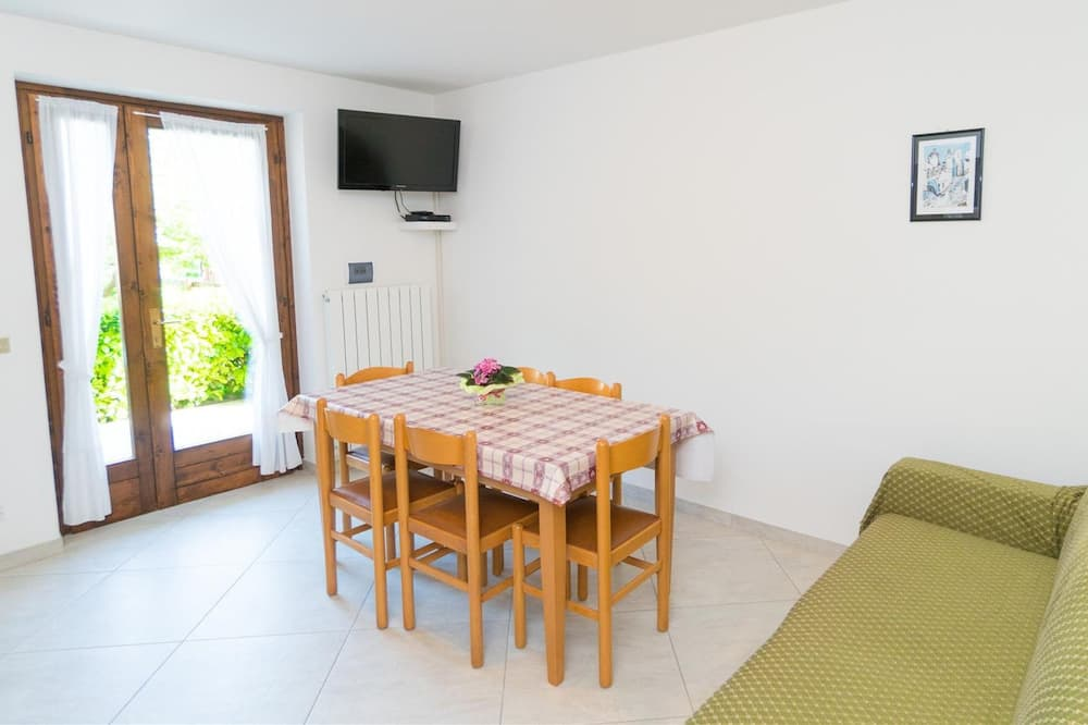 Apartment, 2 Bedrooms (N1) - Living Area