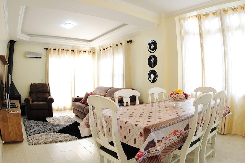 Trojlôžková izba typu Comfort, 3 spálne, bezbariérová izba, orientovaný smerom k jazeru - Stravovanie v izbe