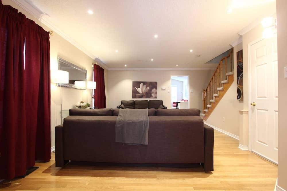 House, 5 Bedrooms - Ruang Tamu