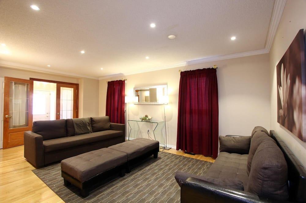 House, 5 Bedrooms - Imej Utama