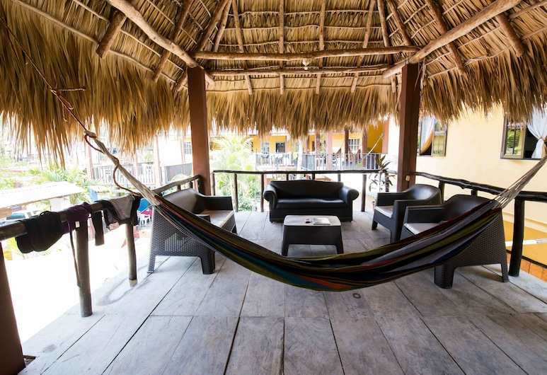 PAPAYA'S LODGE, La Libertad, Classic Triple Room, 3 Twin Beds, Non Smoking, Guest Room