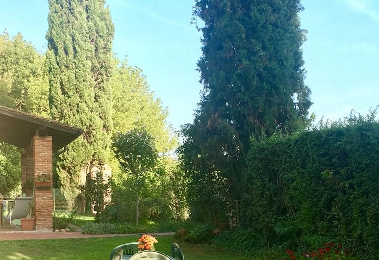 Villa Favilli, Pisa, Hage