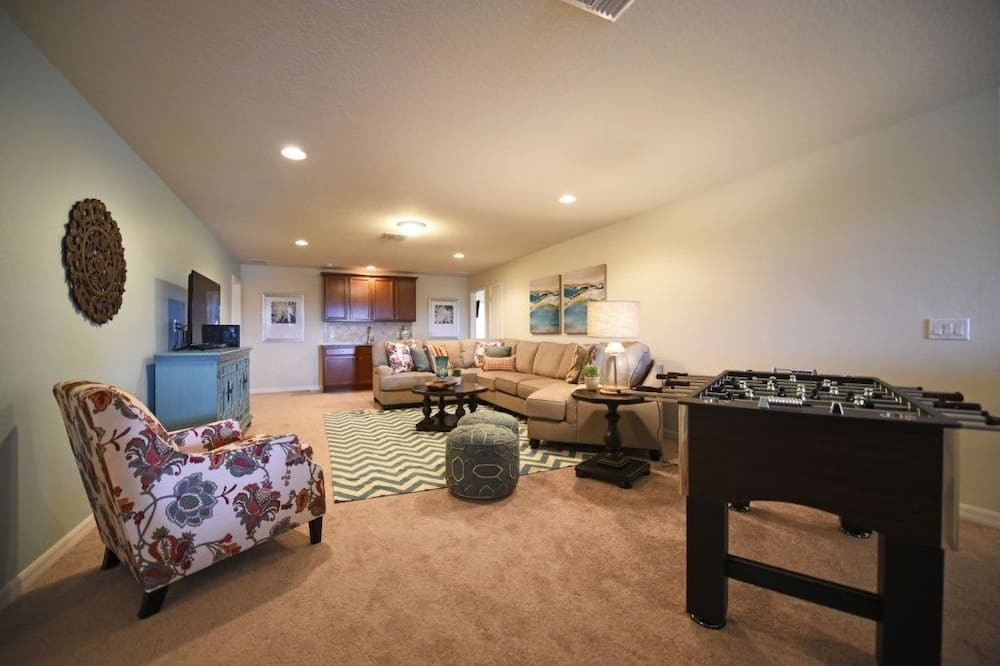 Apartment, Multiple Bedrooms - Living Area