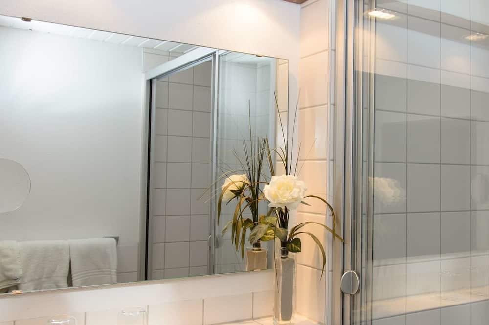 Štandardná izba, 1 jednolôžko, výhľad na mesto - Kúpeľňa