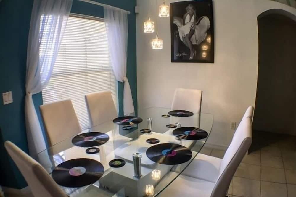 apartman, több hálószobával - Étkezés a szobában