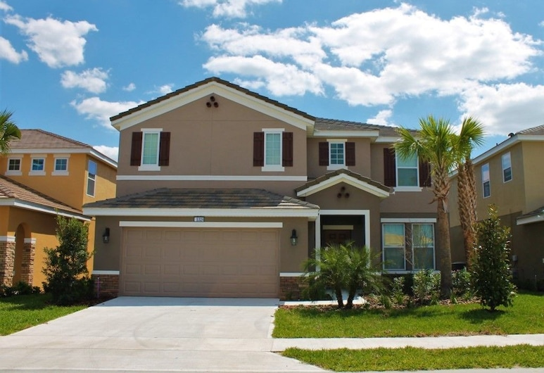 Brand New 6 Bed Solterra South Facing Pool Home!, Davenport