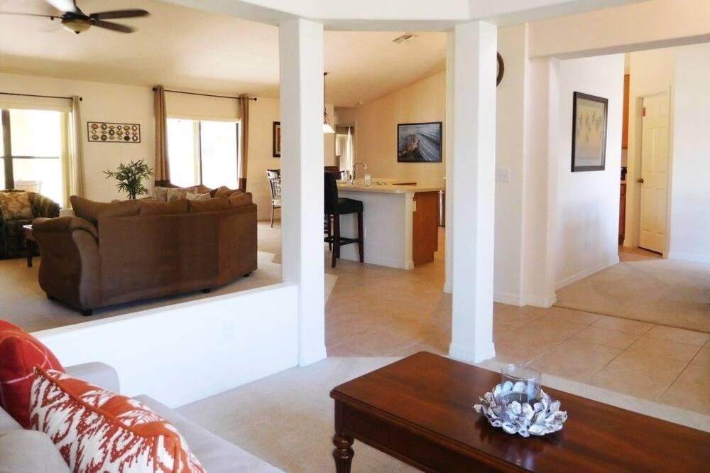 شقة - عدة غرف نوم - منطقة المعيشة