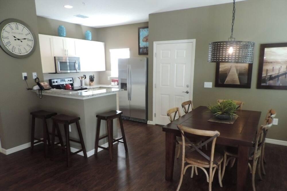 Διαμέρισμα, Περισσότερα από 1 Υπνοδωμάτια - Γεύματα στο δωμάτιο