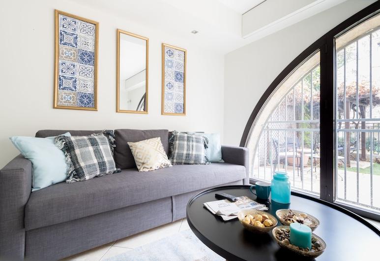 רויאל ממילה פאלאס, ירושלים, דירה דה-לוקס, 2 חדרי שינה, ללא עישון, נוף לחצר, סלון