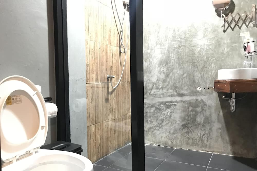 Standard Double Room with Private Bathroom - Bathroom
