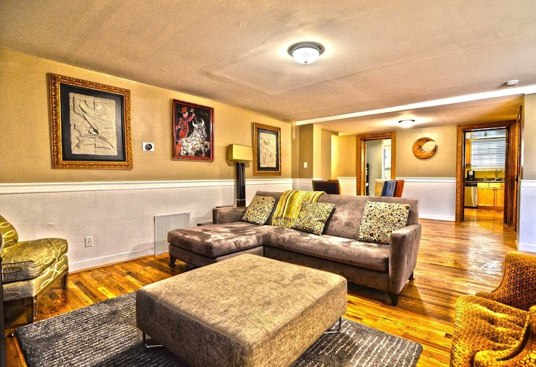 1717 Northwest Apartment #1030 - 2 Br Apts, Washington, Apartment, 3 Bedrooms, Living Room