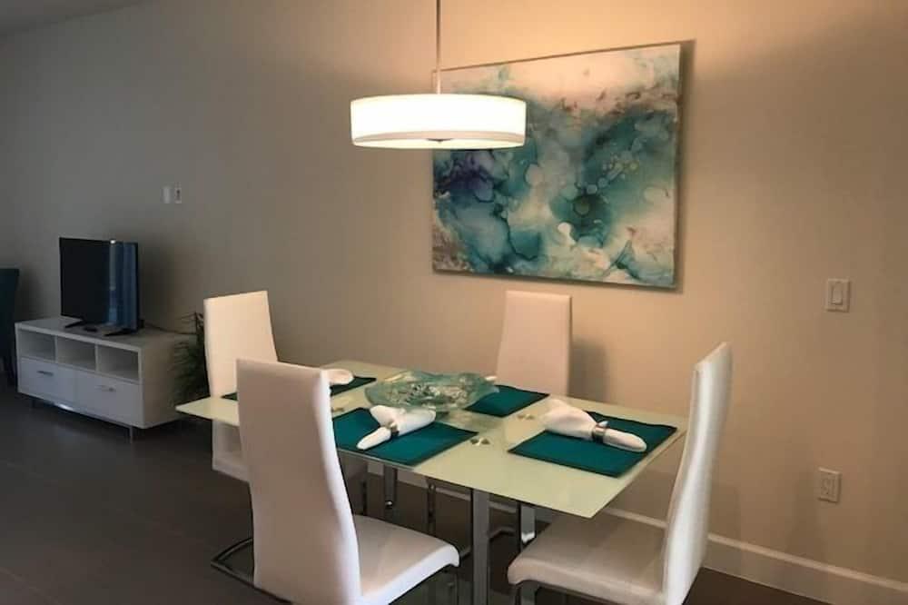 Apartman, više spavaćih soba - Obroci u sobi
