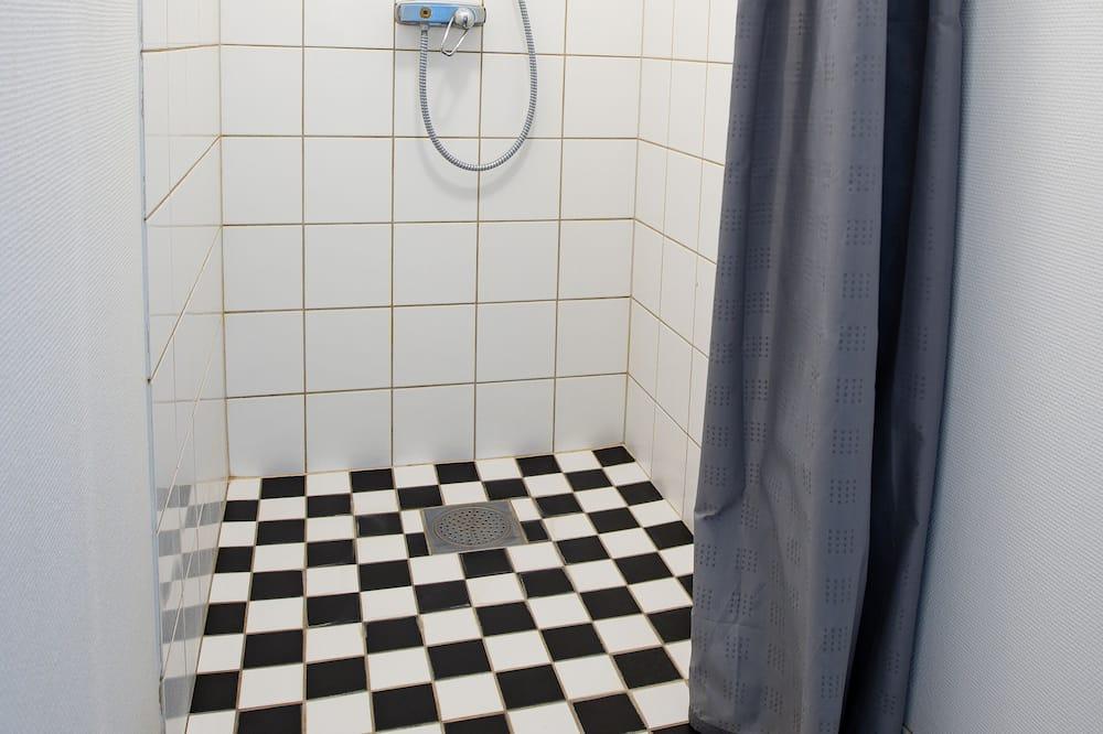 Basic Double Room, Shared Bathroom (140cm bed) - Shared bathroom