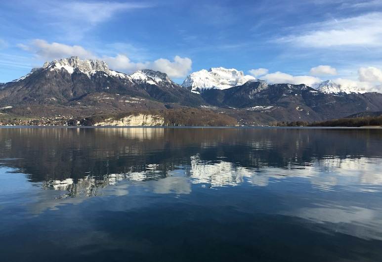 Annecy elegant downtown lakeview apartment, Annecy, Järvi
