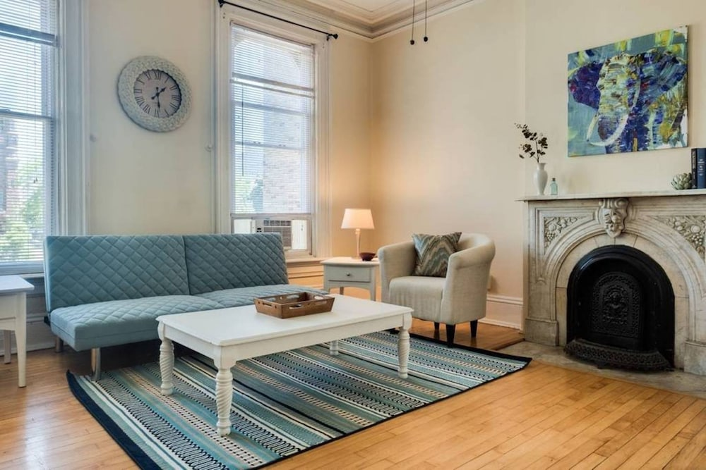 Superb Sunny One Bedroom Apartment With Patio, Milwaukee