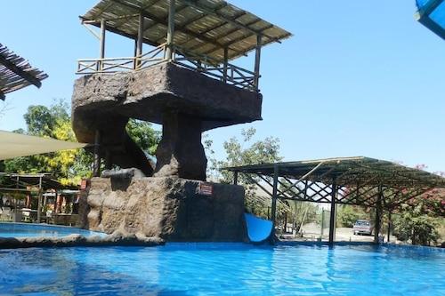 納沃拉旅館/