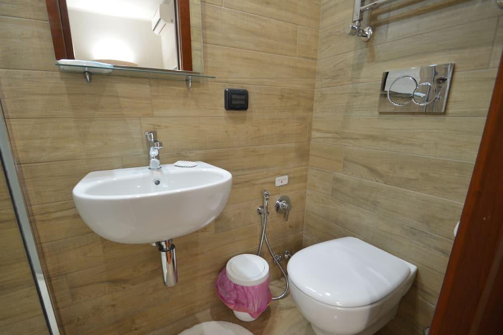 Habitación triple Confort, 1 habitación, baño privado - Cuarto de baño