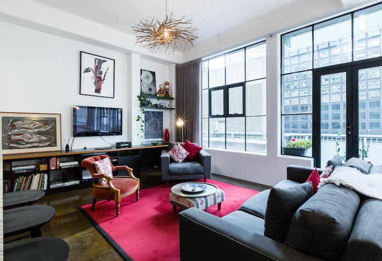 CYNTHIA, 2BDR Melbourne Apartment, Melbourne, Premium Apartment, 2 Bedrooms, Living Room