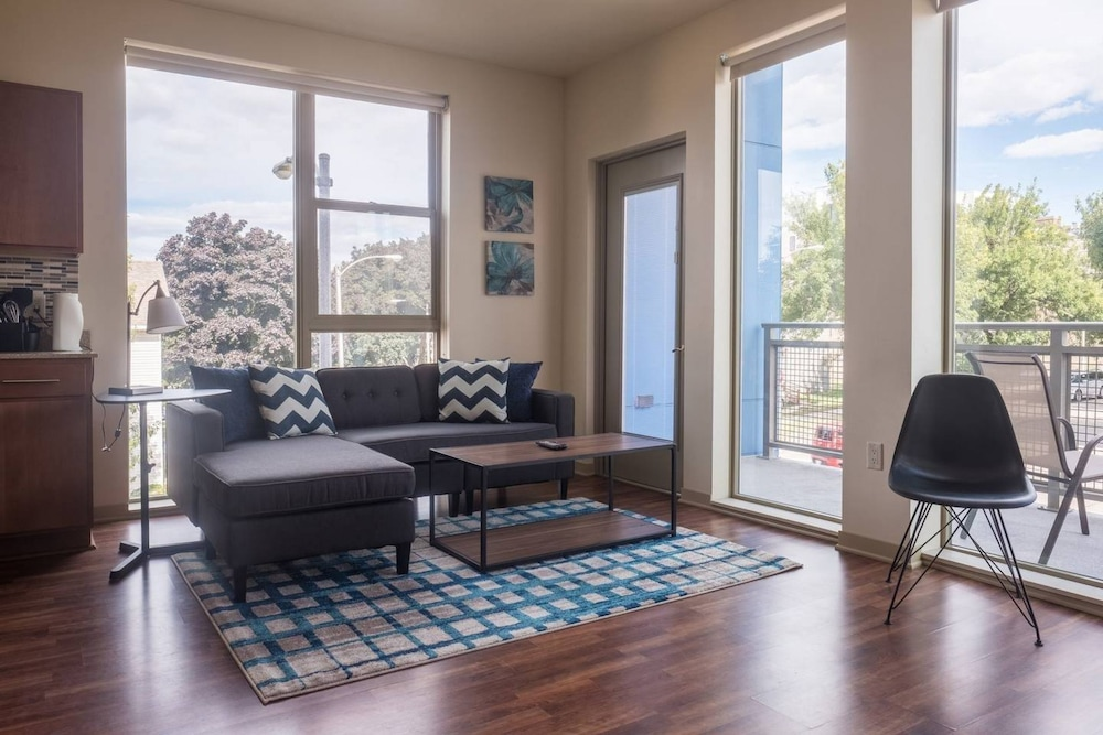 Spectacular 2 Bedroom Apartment, Milwaukee