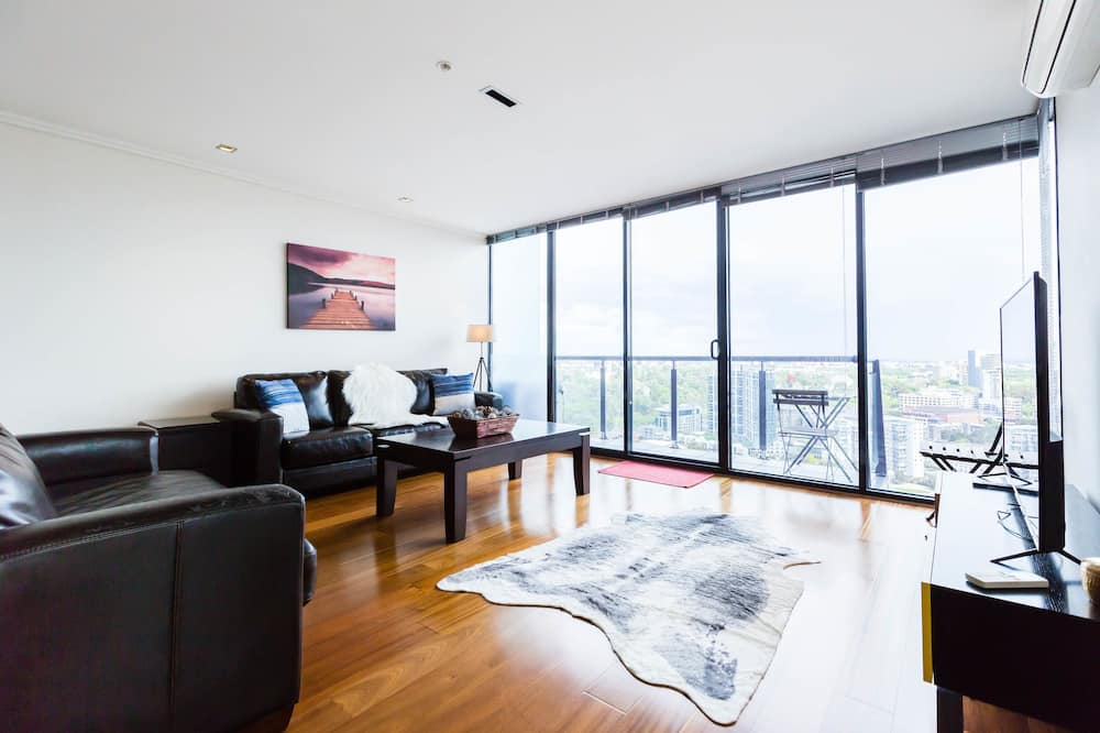 City Apartment, 2 Bedrooms, City View - Living Room