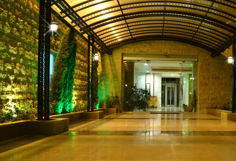 Monteverde Hotel, Beit Mery, Hoteleingang