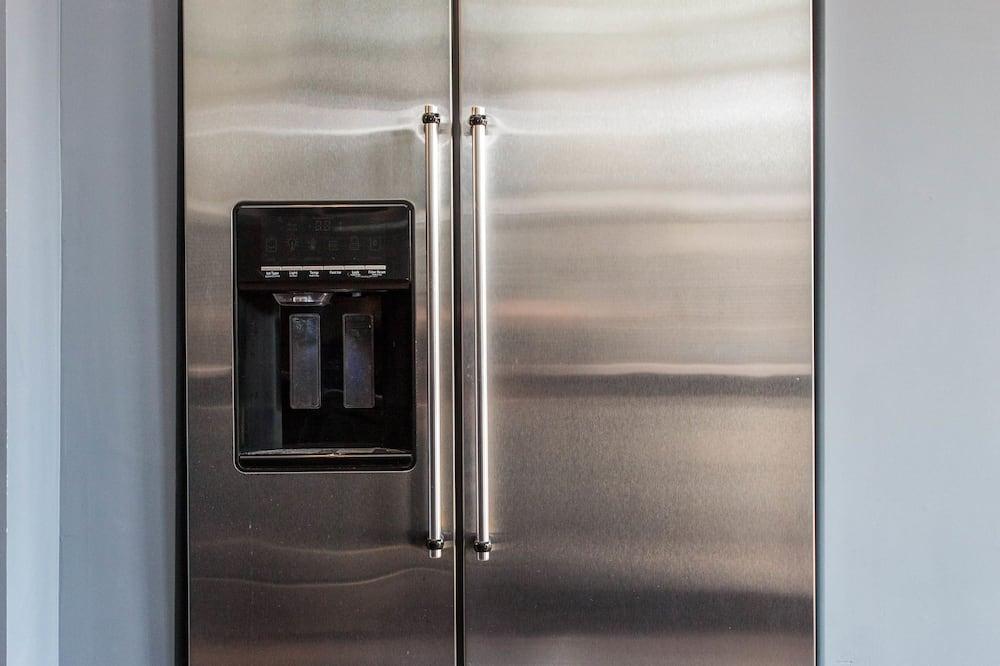Liukso klasės kambarys, 1 standartinė dvigulė lova, bendras vonios kambarys - Mažas šaldytuvas