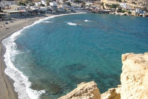 南クレタ島の豪華な石造りのヴィラ、5人、海に近い/