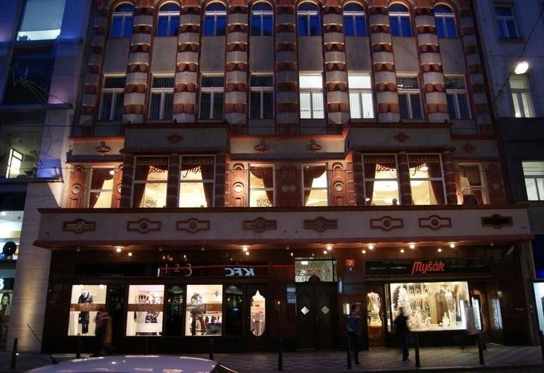 Czech Bohemia Design Apartments Prague, Praga, Frente do imóvel - noite