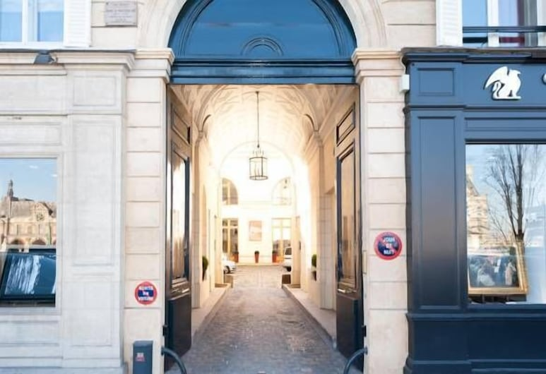 Studio Quai Voltaire, Parigi, Ingresso della struttura