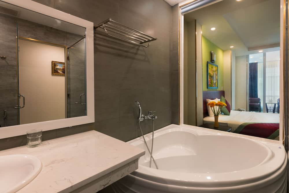 Senior Double Room, Balcony, City View - Bilik mandi