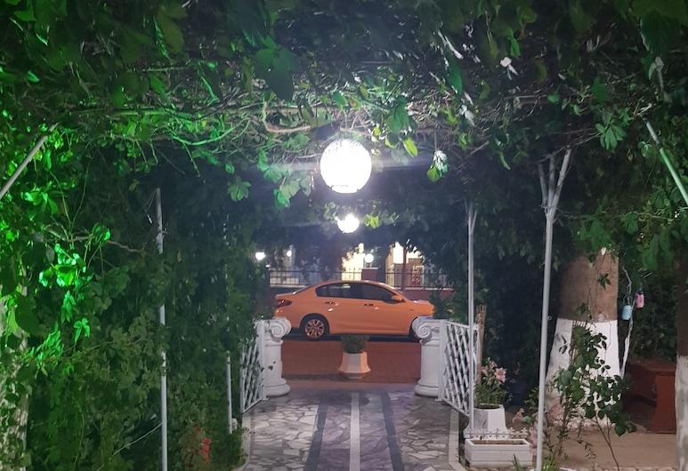 Tecimen Hotel, Kuşadası, Otelin Önü