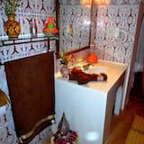 Family Suite, 1 Queen Bed - Bathroom