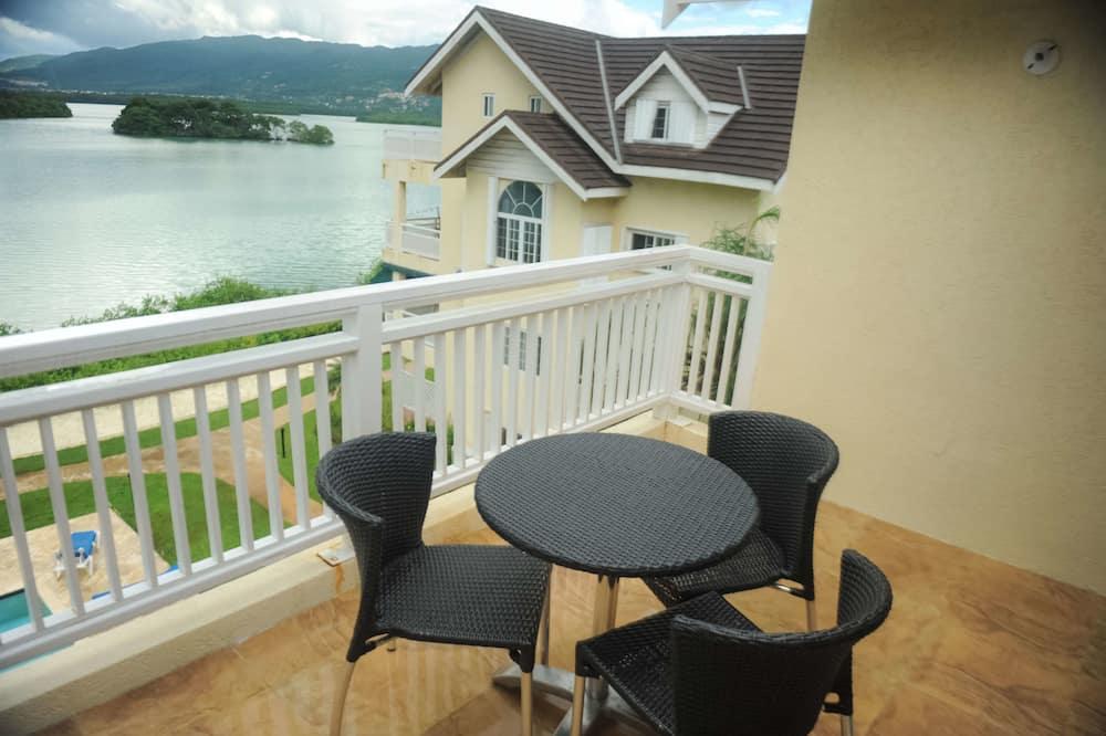 Apartemen Mewah, 2 kamar tidur, pemandangan samudra, menghadap pantai - Balkon