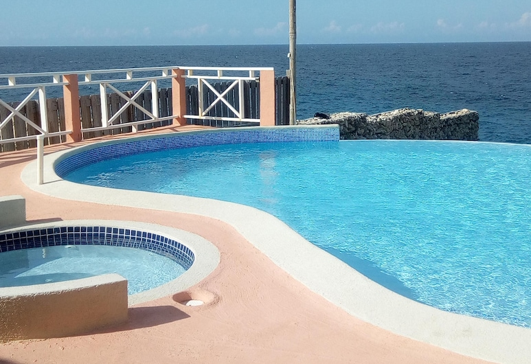 Paradise Villa, Teluk Discovery